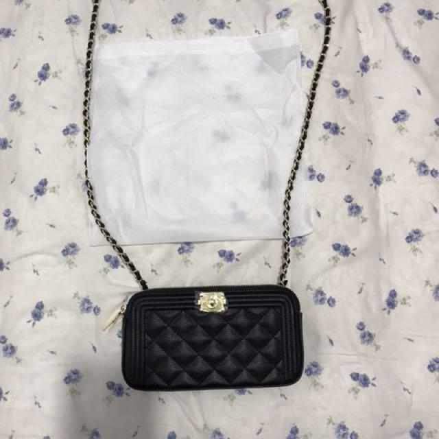 黑色菱格紋斜背包