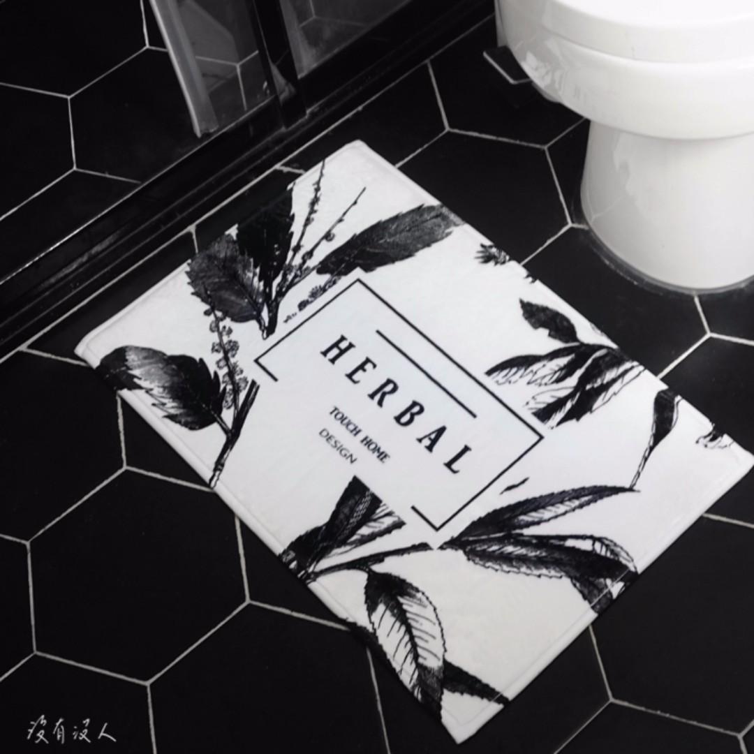 採藥。古典植物 草藥 圖騰地毯 床邊地毯 保暖腳踏墊 木地板防刮 寵物保暖 法蘭絨溫暖柔軟 黑白極簡 工業風。沒有沒人
