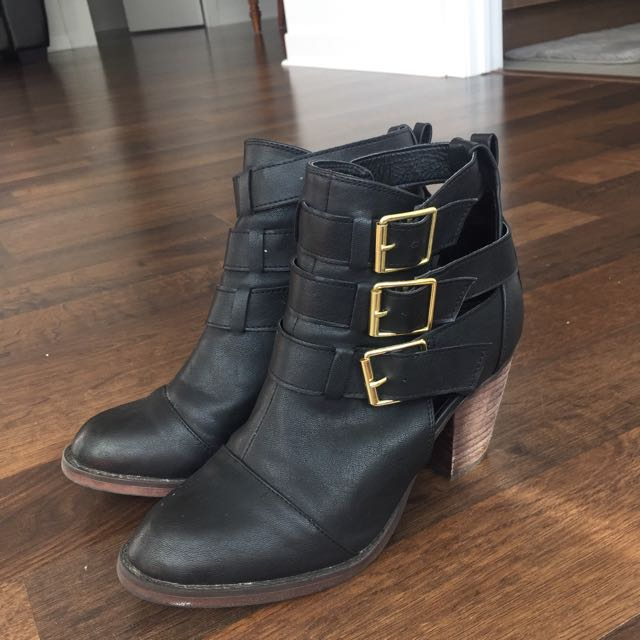 Black Ankle Boot (Size 7)