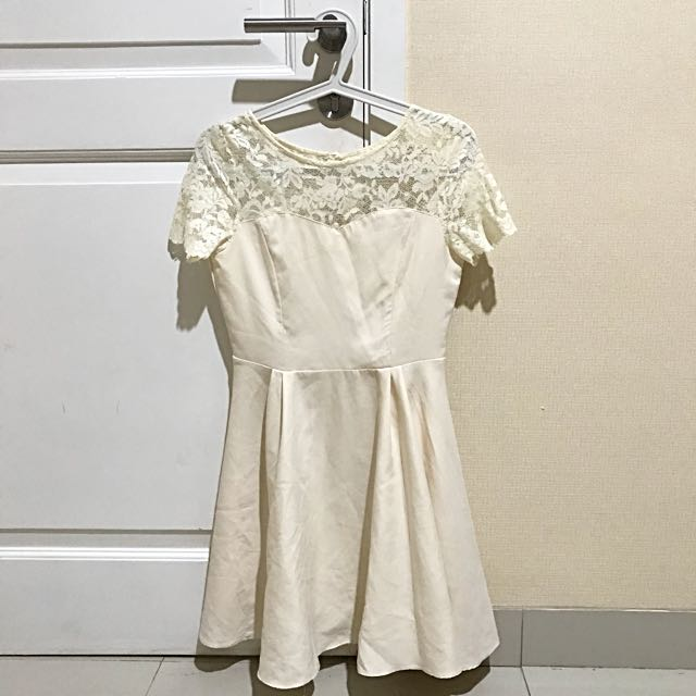 BROKEN WHITE DRESS ( CLOTH INC)
