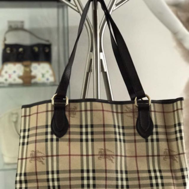 a84e2cfcba9 burberry classic tote bag, Women's Fashion, Bags & Wallets on Carousell