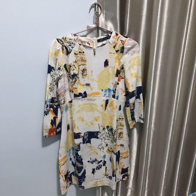 Dress Putih Bercorak