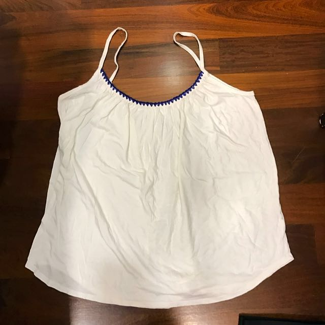 5953bafb5bfa3 Hippy Girl Gap White Top With Crochet Pattern
