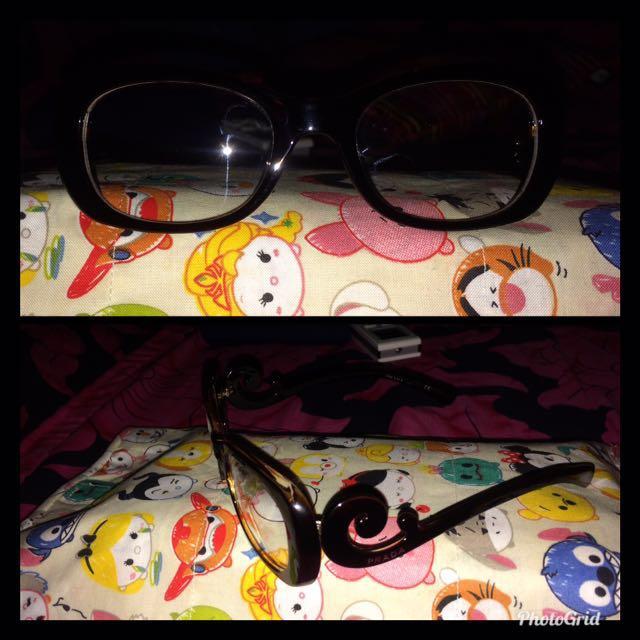 Kacamata merk PRADA