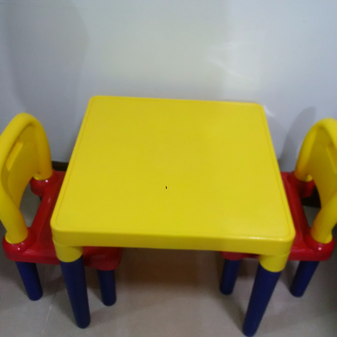 LAST DAY TOMORROW!!! -Kids table and chairs