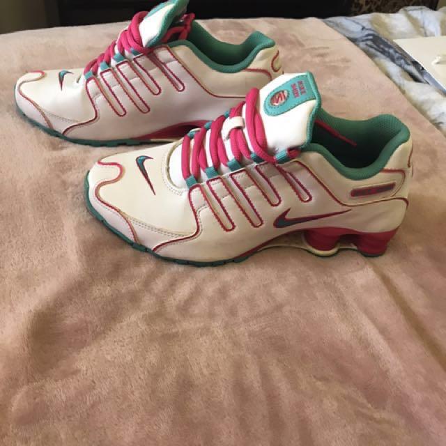 Ladies Nike shox size 6