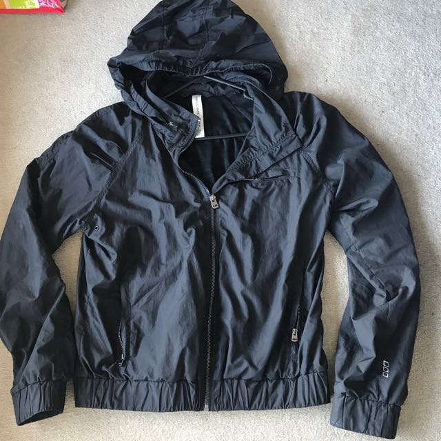 Lorna Jane Active Spray Jacket Size M (size8/10)