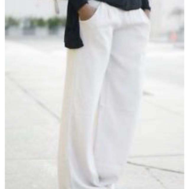 Lululemon serene pants in white size 8 brand new