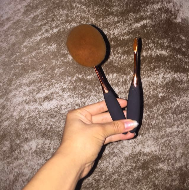 Makeup oval Brushes