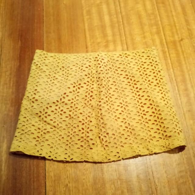 Mustard detail mini skirt