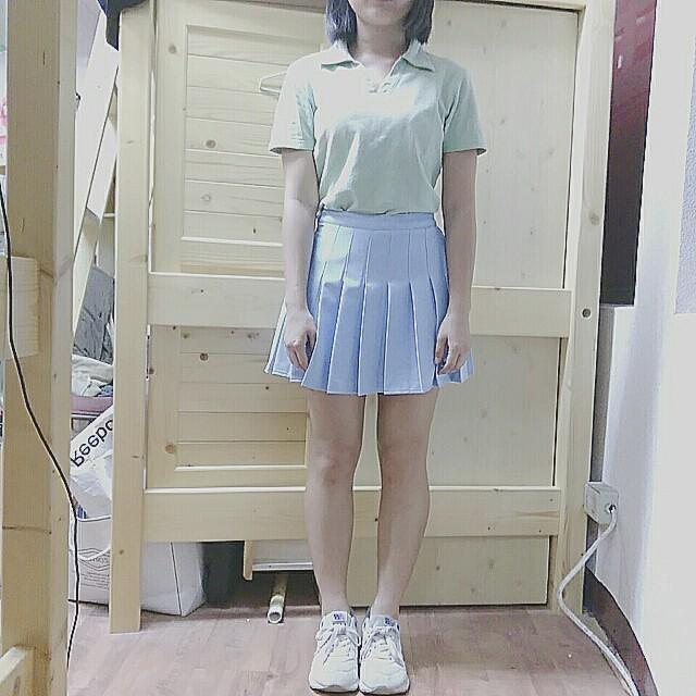 Net果綠polo短袖上衣/藍色百褶裙