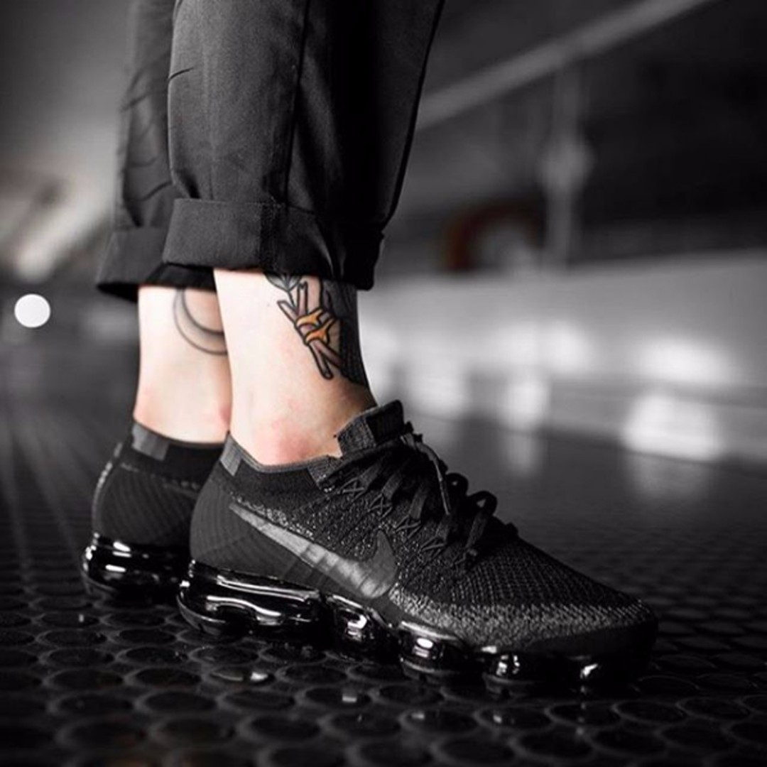 c09f3c263a67 nike air vapormax flyknit triple black