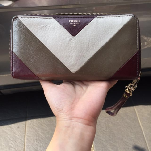 Preloved Fossil wallet Sydney zip clutch raisin