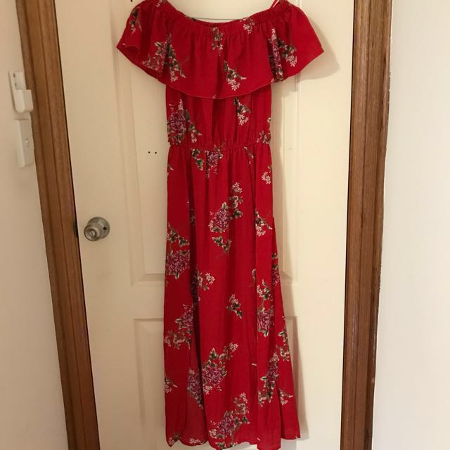 c50de150e4 Red floral off-the-shoulder maxi dress (Size 8), Women's Fashion, Clothes  on Carousell
