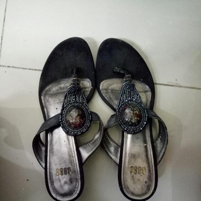Sandal Hitam Nose Size 36