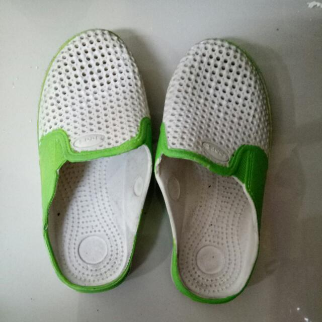 Sandal Putih Hijau Polos Karet Size 32