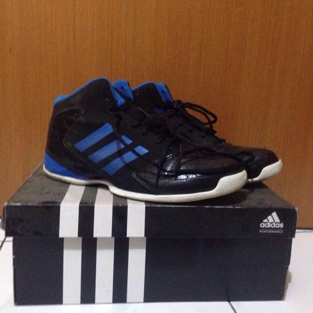 Sepatu basket adidas original 91e0bd65af
