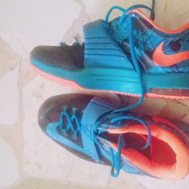 Sepatu basket Nike
