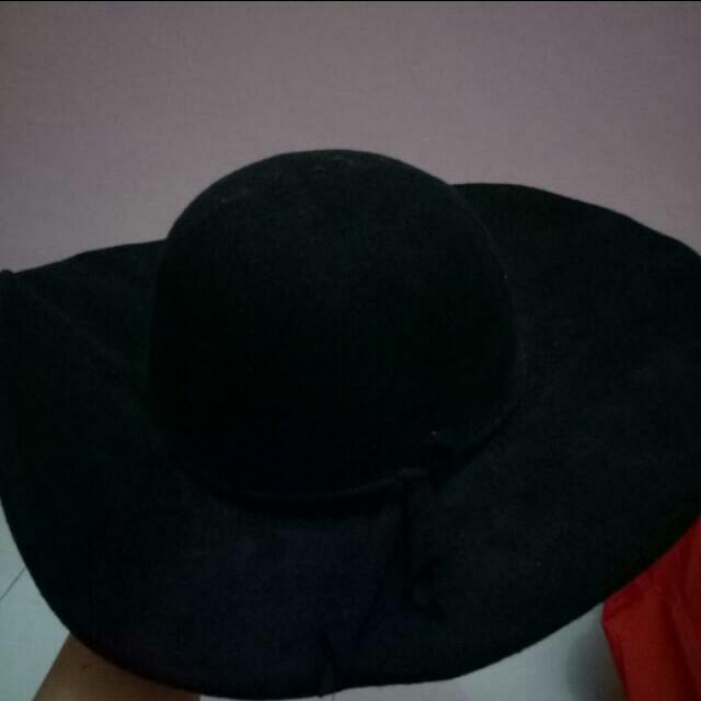 Topi pantai hitam