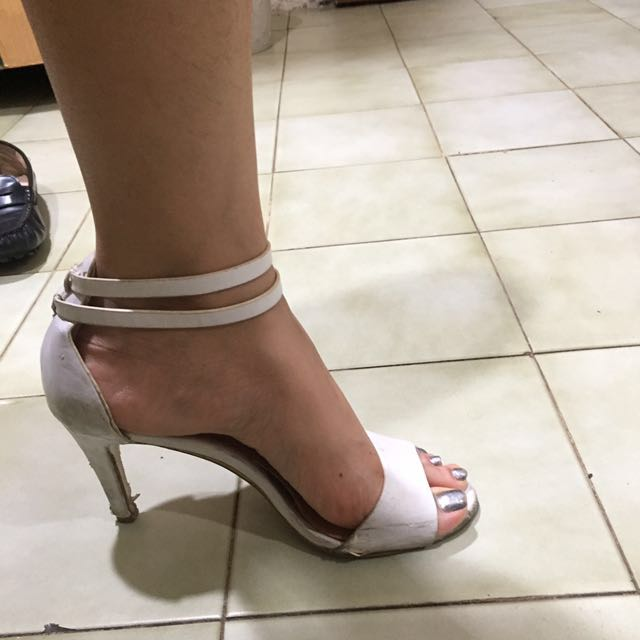 White heels stradivarius