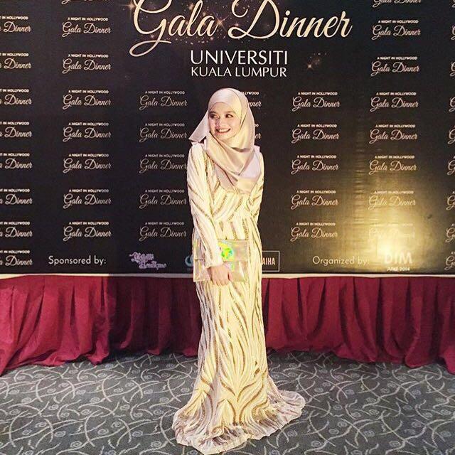 Zalia Gold Sequin Dinner Dress - RENT, Muslimah Fashion on Carousell