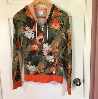 Bench floral Sweater (Small)