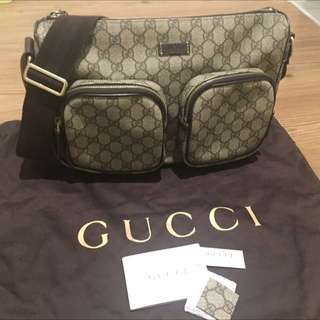 Authentic Gucci GG Supreme Travel Messanger