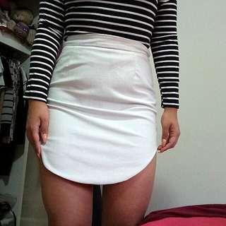 White curved hem skirt