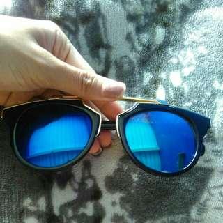 Kacamata biru