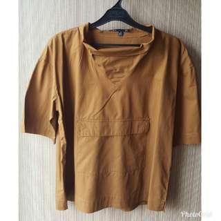 Baju cokelat dengan kantong depan. Fit to XL. Kualitas bahan OK,beli di bangkok