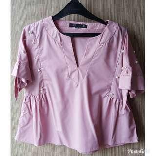 Baju pink pearl. Beli di bangkok. Bahan OK banget. Fit to L. Ld max 94cm