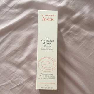 BRAND NEW Avene milk cleanser