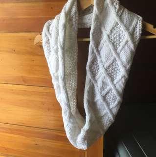 Infinity scarf white