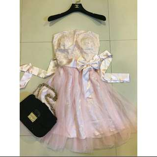 甜美粉色紗裙洋裝 有罩杯款 背後鬆緊 售220