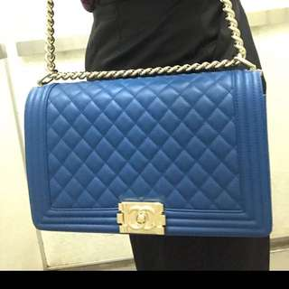 Large royal blue lamb skin Boy Chanel - 👛👛