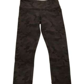 Lululemon black camo wunder under crop size 4