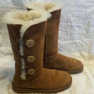 Uggs Triple Bailey Button in Camel Size 7