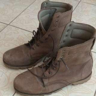 Sepatu boots kulit brown
