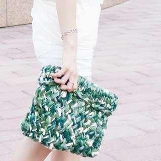 🚚 綠色編織手拿包
