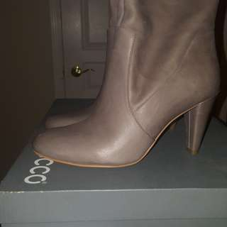 Brand new gray leather Ecco boots