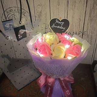 Bouquet - Scented Roses With lighting in gift bag/box