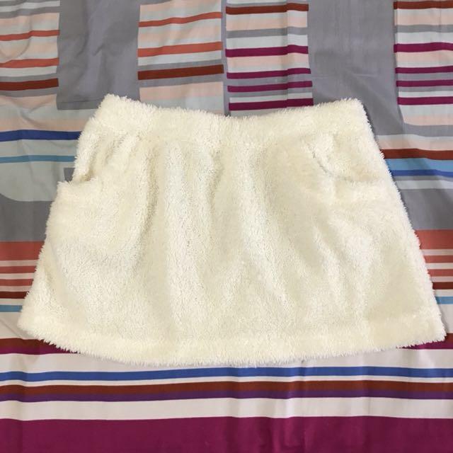 絨毛白色冬季短裙