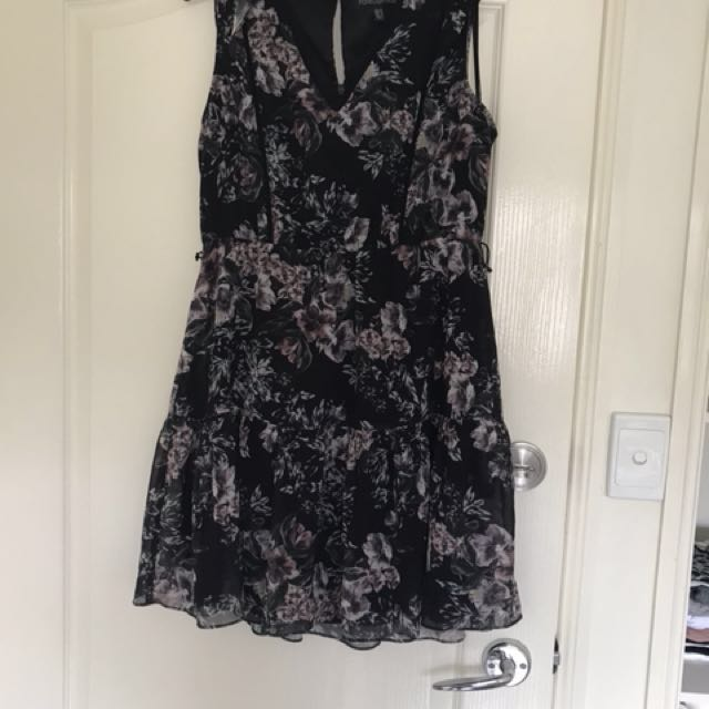 Floral Forever new dress. Popular style. Zips up back. V neck. Slight pull in fabric (photo 4) . Missing waist tie. Size 12