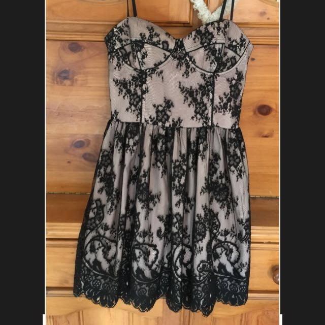 Forevernew short lace dress size 8