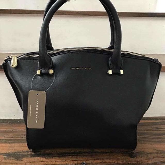 👉🏻FREE SHIPPING👉🏻CHARLES & KEITH (Oem)