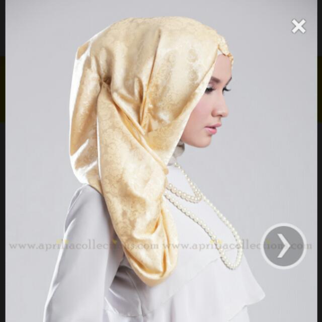 Hijab Roses Glam Peafowl by Aprilia