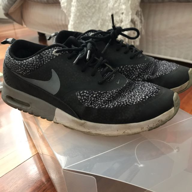 NIKE AIR MAX THES Size 8