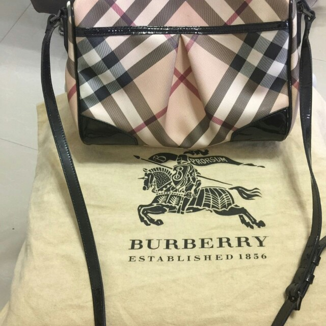 a43d0dcfd08a Pre-owned authentic BURBERRY crossbody bag