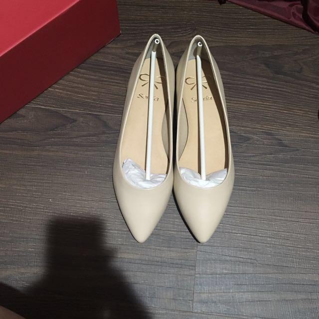 Sonia 尖頭杏色平底鞋