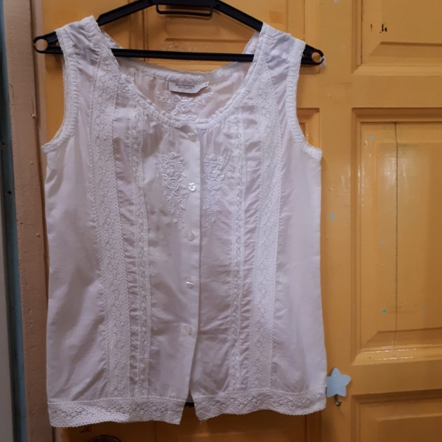 Vintage british indie white sleeveless embroidered top